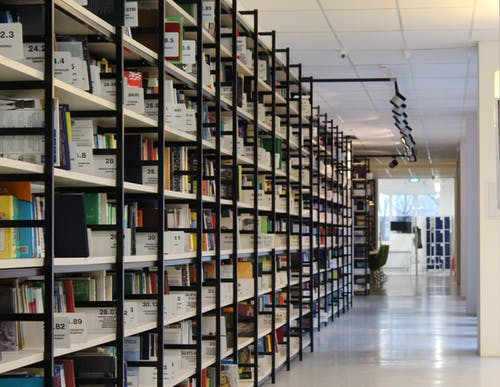 Безкоштовне стокове фото на тему «акції, архів, Бібліотека, вішалка»