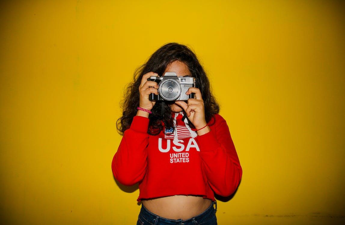 appareil photo, femme, mains
