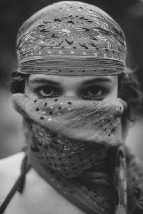 คลังภาพถ่ายฟรี ของ การจัดวาง, การมอง, ผ้าคลุมศีรษะ, ผ้าพันคอ
