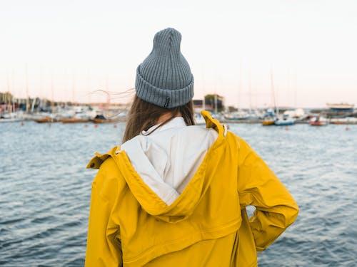 Fotos de stock gratuitas de chaqueta, helsinki, impermeable, mujer