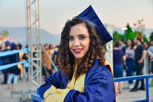 Ảnh lưu trữ miễn phí về áo choàng tốt nghiệp, Chân dung, mỉm cười, người phụ nữ xinh đẹp