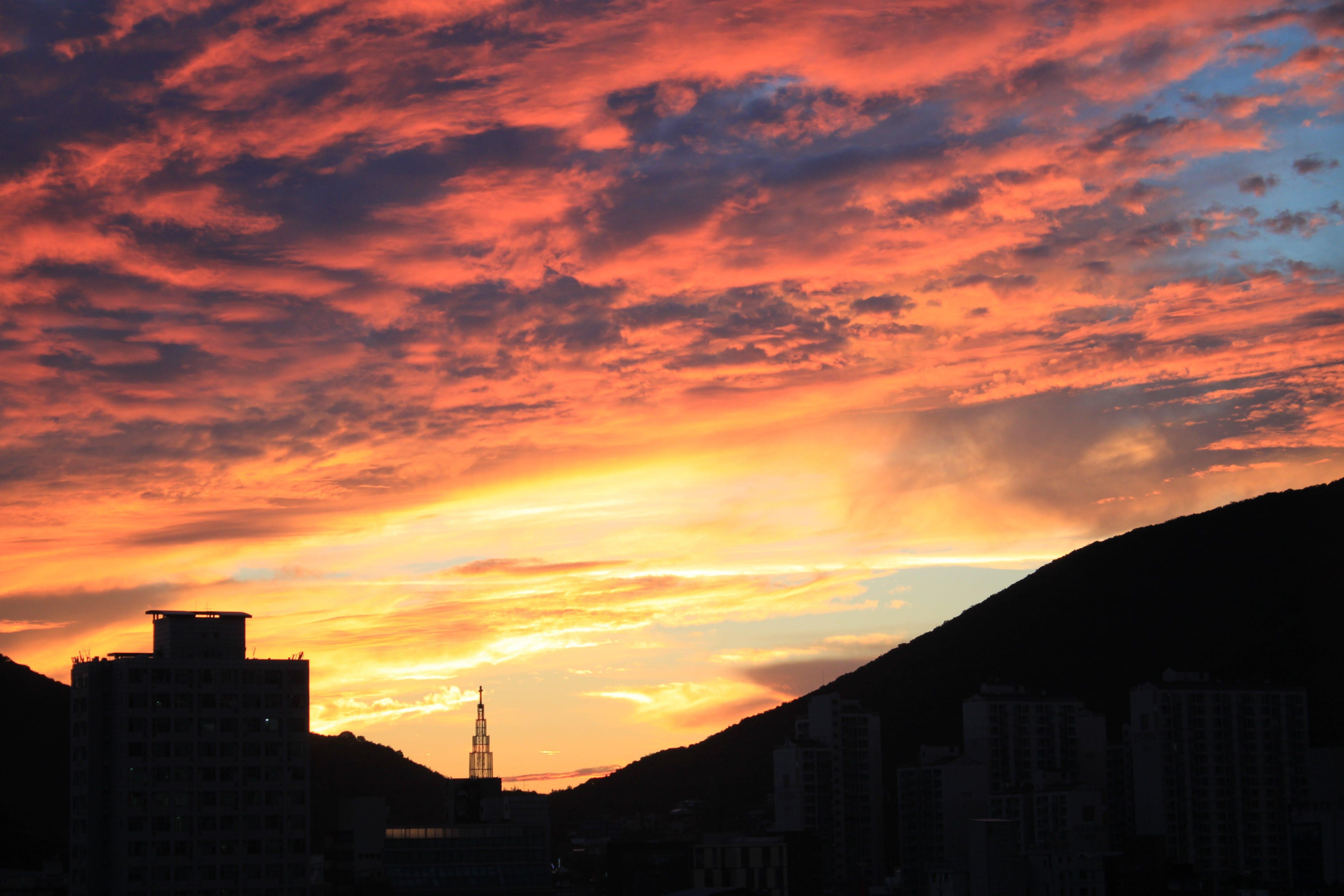 Gratis stockfoto met achtergrondlicht, architectuur, avond, dageraad