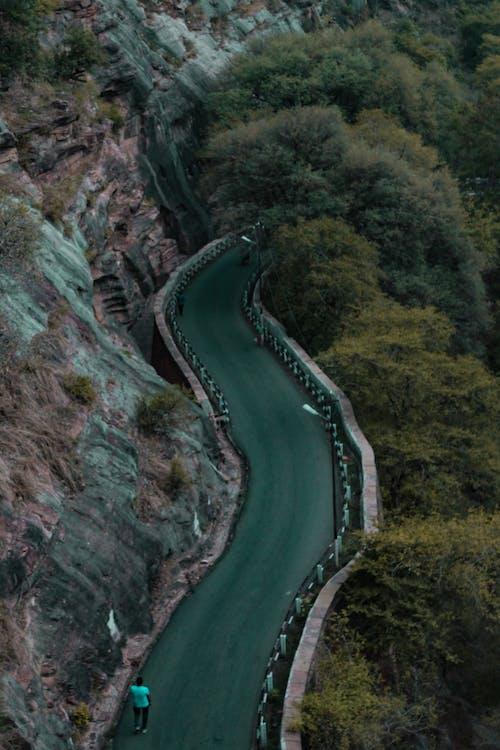 vadi, yol içeren Ücretsiz stok fotoğraf