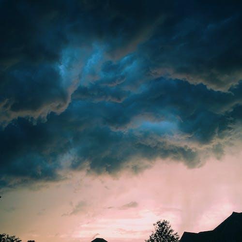 Бесплатное стоковое фото с буря, голубой, гроза, грозовые тучи