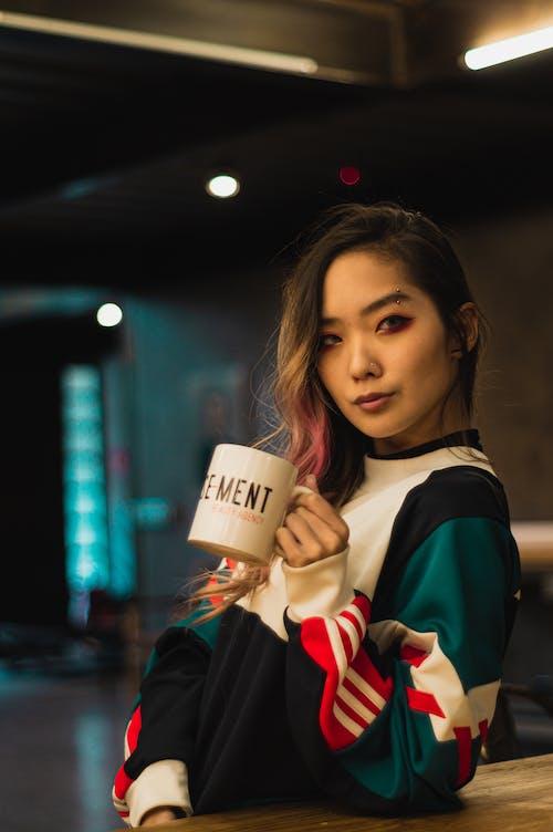 一杯咖啡, 亞洲女人, 咖啡, 喝 的 免费素材照片