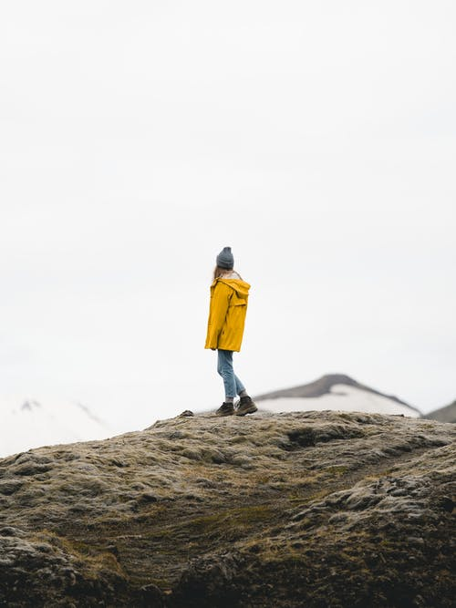 Бесплатное стоковое фото с женщина, исландия, одиночество, поход