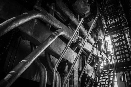 Foto d'estoc gratuïta de acer, blanc i negre, canonades, edifici