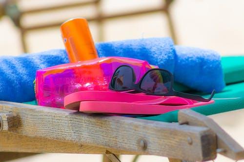 Foto d'estoc gratuïta de accessoris, platja, ulleres de sol, vida a la platja