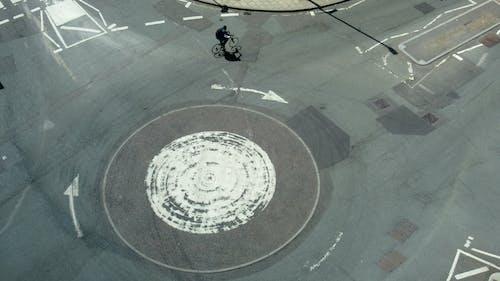Gratis stockfoto met een manier, fiets, fietsen, lege straat