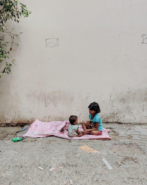 Δωρεάν στοκ φωτογραφιών με βρέφος, καθιστός, κορίτσι, μικρός