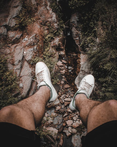vans(運動鞋品牌), 人, 對, 岩石 的 免费素材照片
