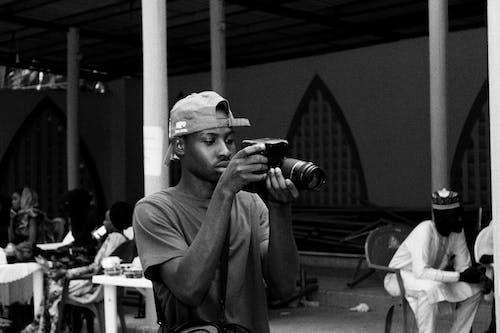 Darmowe zdjęcie z galerii z aparat cyfrowy, aparat dslr, czarno-biały, czas wolny