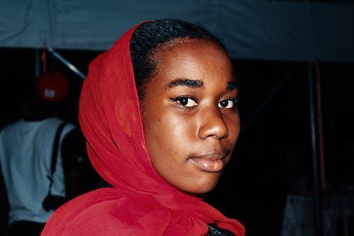 Kostnadsfri bild av afrikansk amerikan kvinna, afroamerikan, ansiktsuttryck, fokus