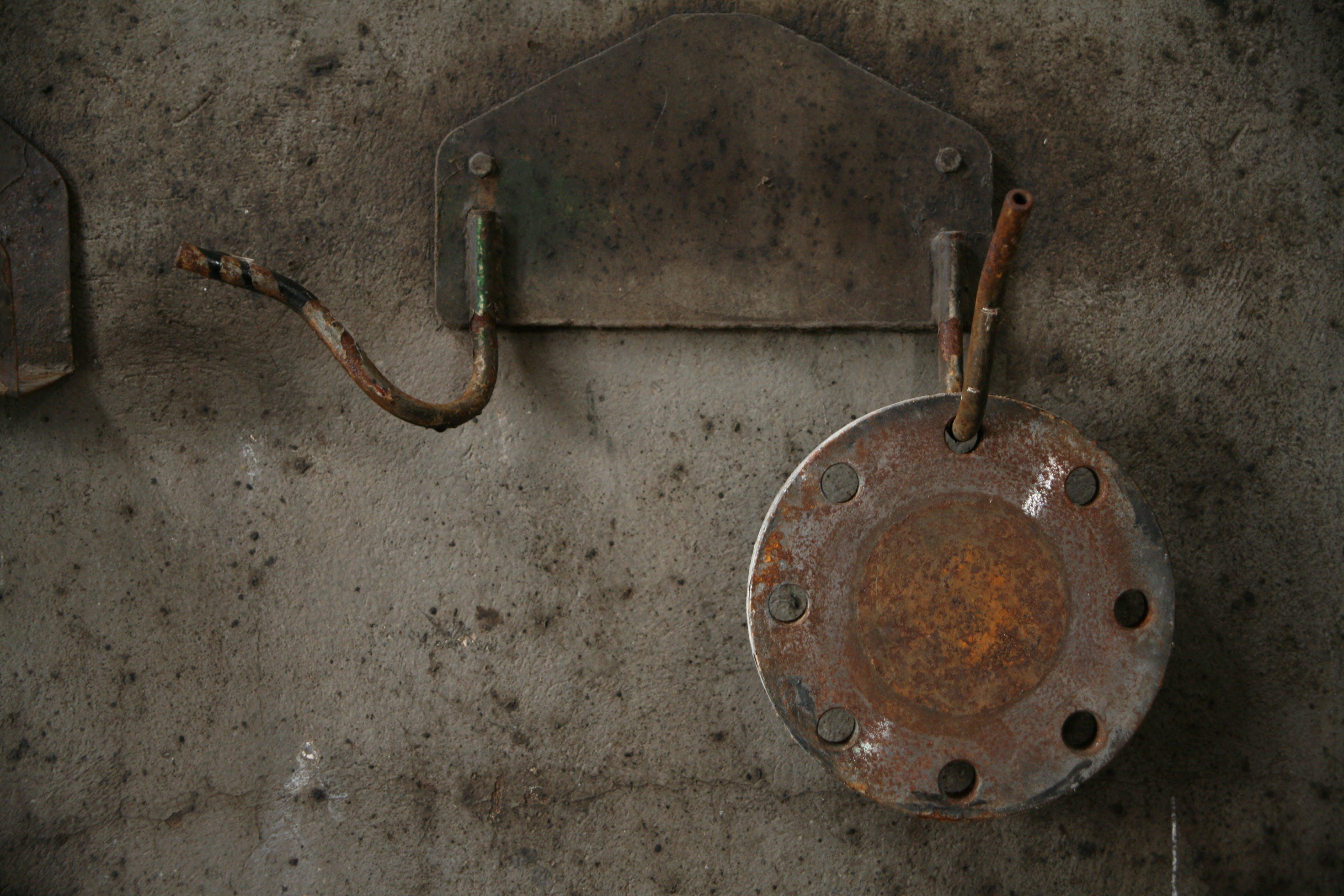 Gratis arkivbilde med betong, jern, knust, metall