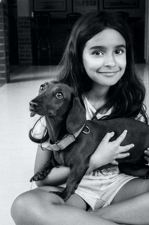 Бесплатное стоковое фото с девочка, девушка, животное, красивая