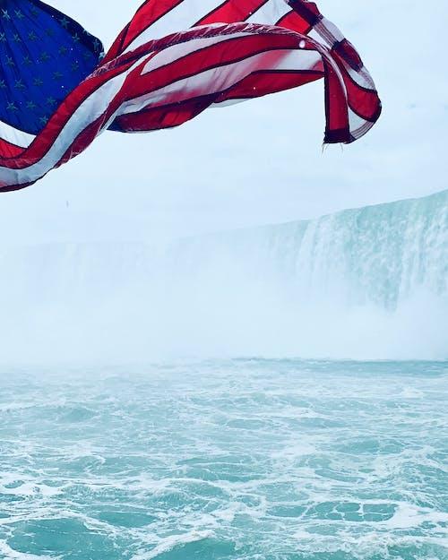 Foto d'estoc gratuïta de aigua, bandera, Bandera nord-americana, cascades