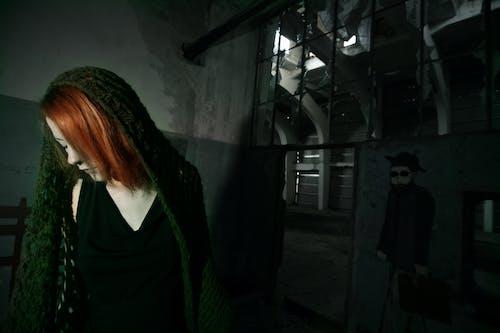 Darmowe zdjęcie z galerii z ciemny, dorosły, kobieta, moda