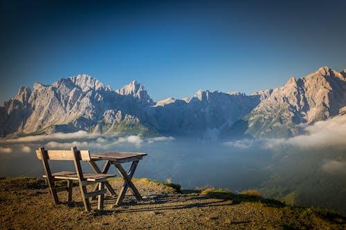 Foto profissional grátis de assento, cênico, montanha, neblina