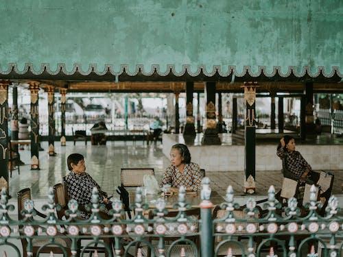 Fotobanka sbezplatnými fotkami na tému architektúra, Ázijčania, Ázijčanky, čakanie