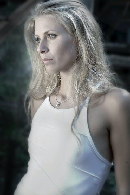 Darmowe zdjęcie z galerii z blond, dziewczyna, kobieta, model