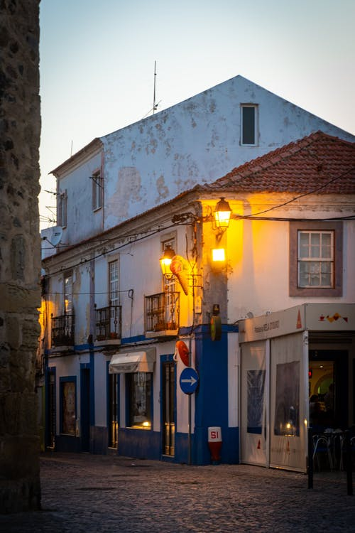 sconces, 가로등, 거리, 건물 외관의 무료 스톡 사진