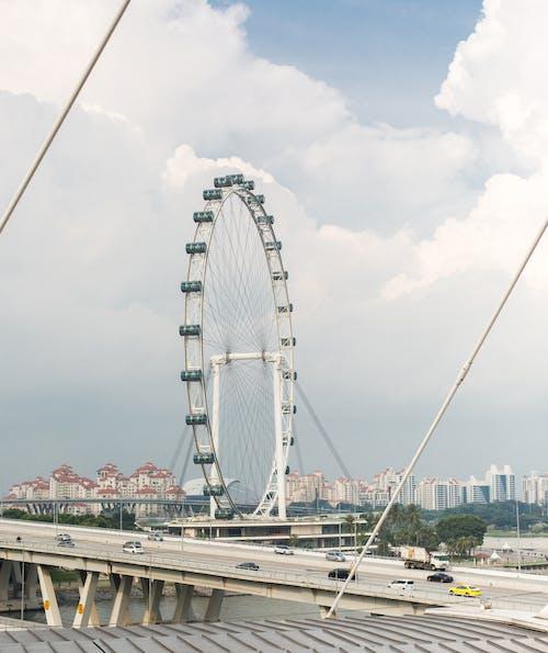 Foto profissional grátis de espaço, estrada, roda-gigante, urbano