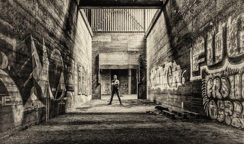 Fotos de stock gratuitas de abandonado, adulto, antiguo, arquitectura