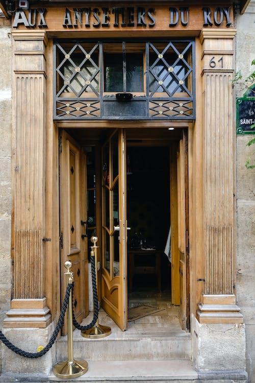 Gratis arkivbilde med arkitektur, bygning, dør, døråpning