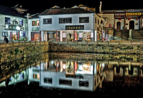 Foto profissional grátis de água, arquitetura, cidade, colocar