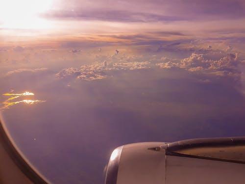 Immagine gratuita di aeroplano, cielo, finestra dell'aeroplano, riflesso