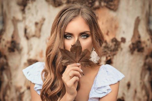 Ilmainen kuvapankkikuva tunnisteilla hiukset, Kauneus, kaunis, lehti