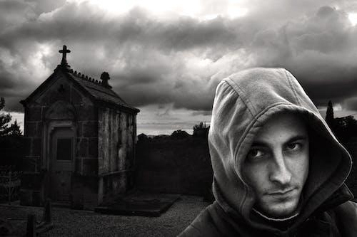 Gratis lagerfoto af mand, mystisk, portræt, sort-hvid