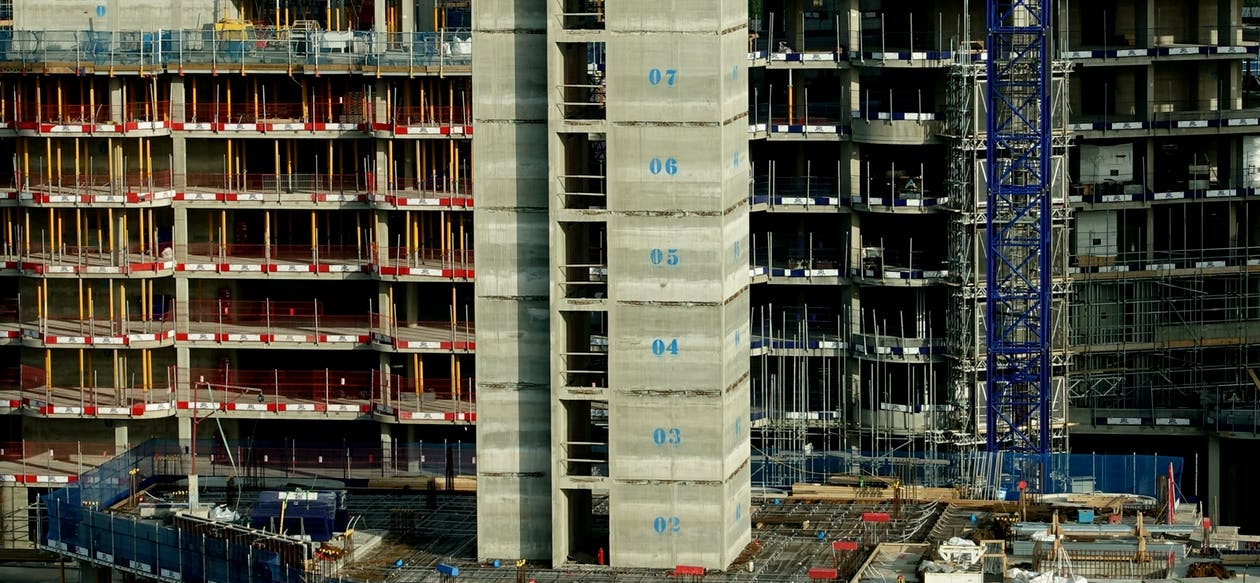 ตึกระฟ้า, บริเวณก่อสร้าง, สถานที่ก่อสร้าง