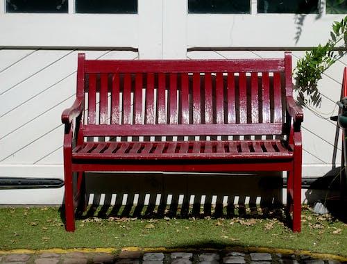 Gratis stockfoto met bank, houten bank, parkbank, rood