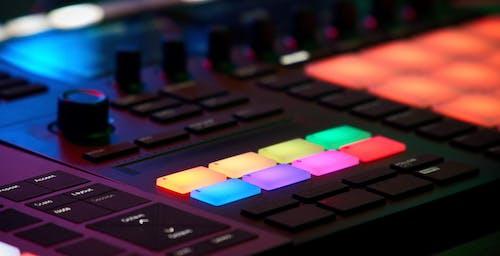 Безкоштовне стокове фото на тему «edm, виробництво музики, машина, музична студія»