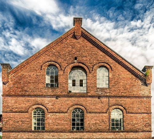 Foto stok gratis Arsitektur, atap, awan, bata