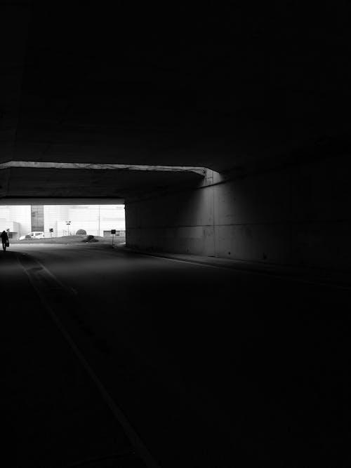 Immagine gratuita di architettura, buio, carreggiata, coperto