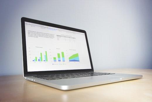 Kostenloses Stock Foto zu marketing, laptop, internet, macbook