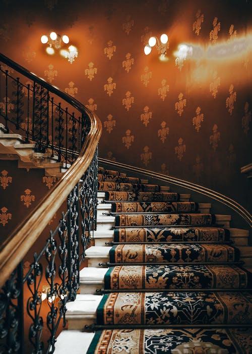 Foto d'estoc gratuïta de arquitectura, catifa, escala, escales