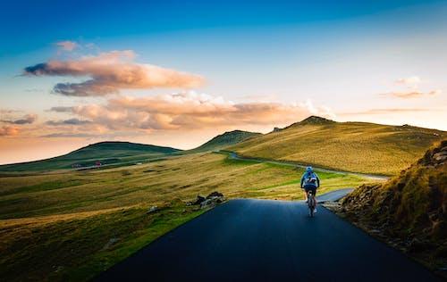 Foto profissional grátis de água, alvorecer, amanhecer, andar de bicicleta