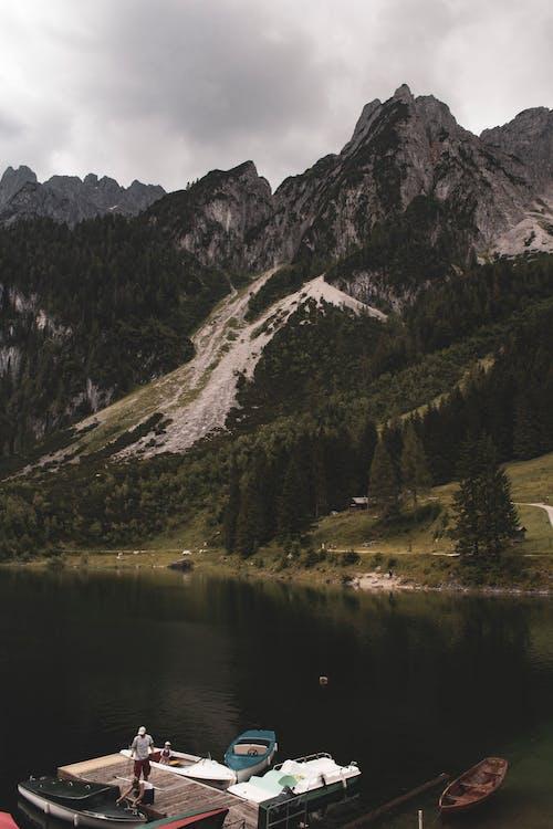 Fotobanka sbezplatnými fotkami na tému člny, hora, jazero, krajina