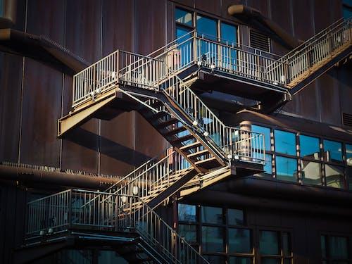 Immagine gratuita di acqua, architettura, arrugginito, balcone