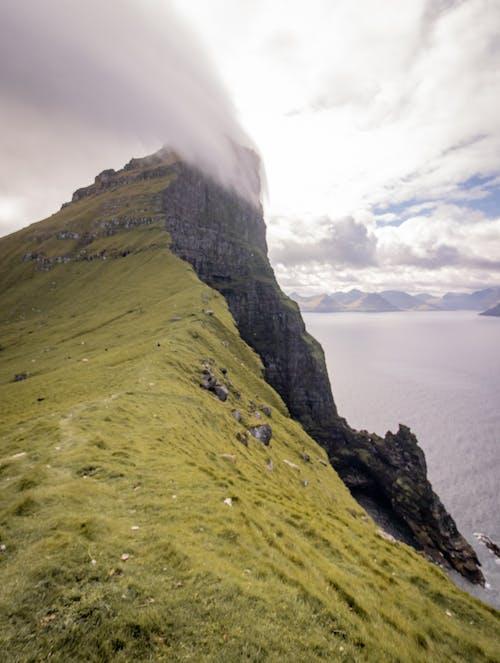 Gratis lagerfoto af bjerg, færøerne, klippe, landskab