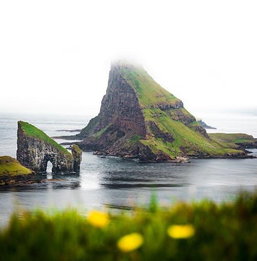 Gratis lagerfoto af bjerg, færøerne, hav, landskab