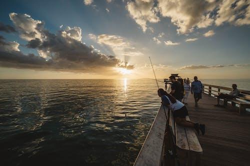 Δωρεάν στοκ φωτογραφιών με ακτή, αλιεία, Ανατολή ηλίου, Άνθρωποι