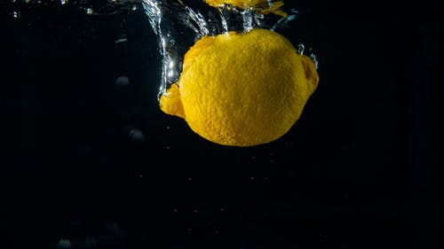 Kostenloses Stock Foto zu frucht, spritzen, wasser, zitrone