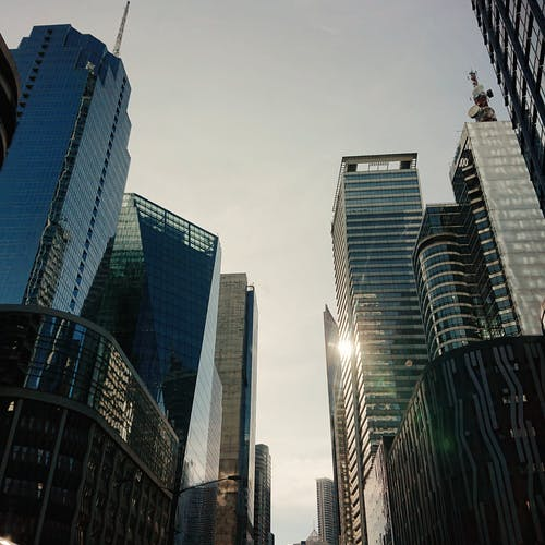 Foto stok gratis bangunan kaca, bisnis, gedung kantor