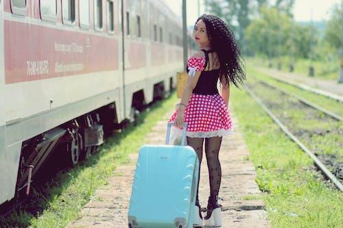 Photos gratuites de à pois, adulte, bagage, brouiller