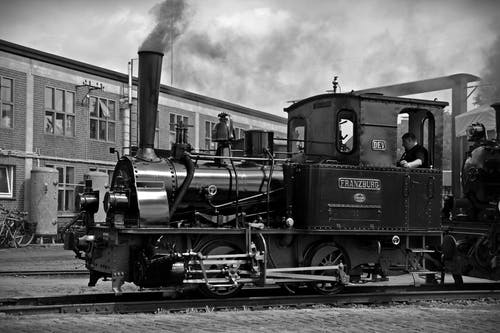 Train Sur Voie Ferrée