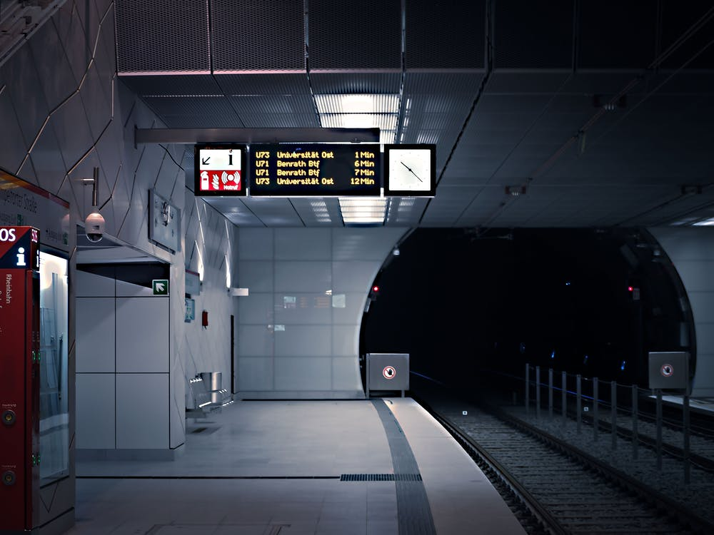 adentro, andén, andén de metro